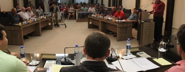 Câmara aprova em 1ª votação projeto que revoga Lei que proíbe luz e água em loteamentos irregulares Os vereadores aprovaram em 1ª votação, durante a sessão de ontem, 16, o […]